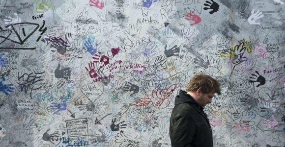 """Minimos 25–osios Berlyno sienos griūties metinės – kepama """"Taikos duona"""""""