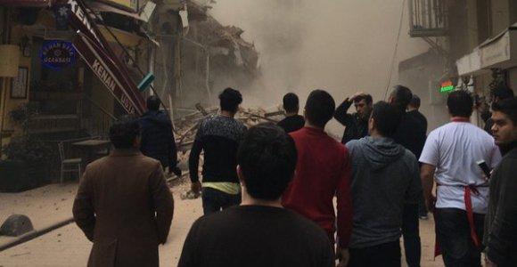 Stambulo centre sugriuvo du pastatai, vienas jų – penkiaaukštis