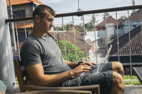 Asmeninio albumo nuotr./Dirbti Tomas gali bet kur – svarbu kompiuteris ir interneto ryšys