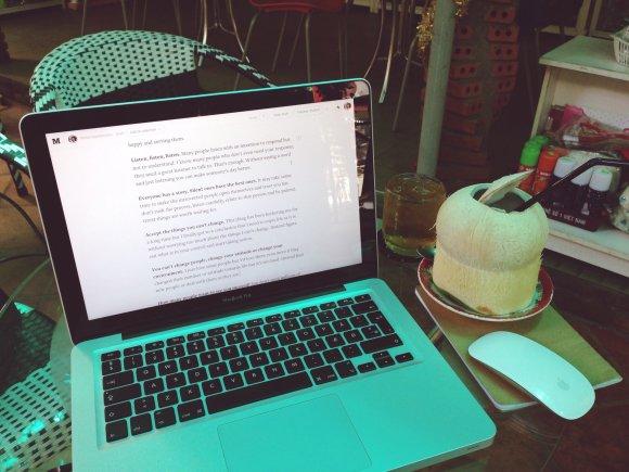 Asmeninio albumo nuotr./Tipinė darbo vieta – kavinė Ho Chi MInh mieste, Vietnamas