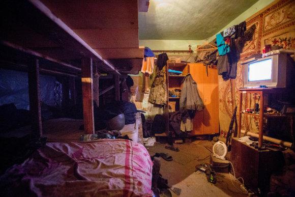 Vidmanto Balkūno/15min.lt nuotr./Ukrainos karių miegamasis Marjinkos priešakinėse linijose