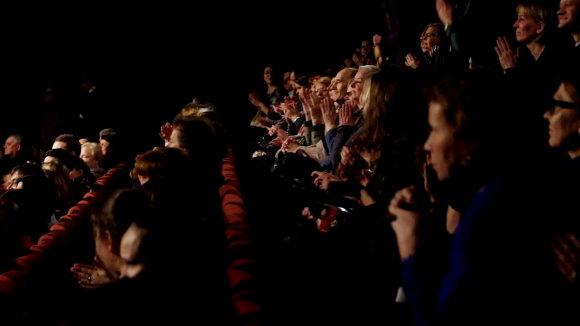 """Ramintos Narkauskaitės nuotr./Spektaklis  """"Aušros pažadas"""" skirtas žiūrovams su klausos negalia"""