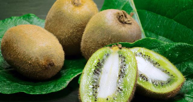 Kivį, mangą ar avokadą nulupkite per 3 sekundes