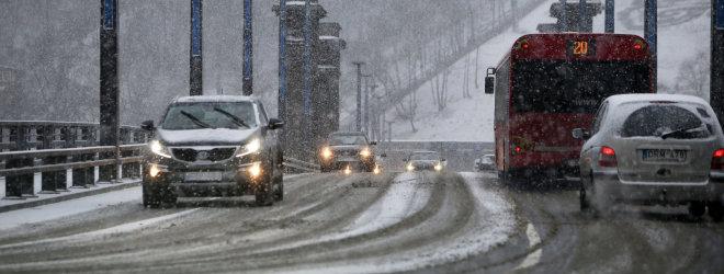 Žiemą vairuoti reikia ir akimis