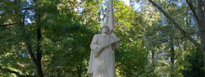Okupacinės Sovietų armijos karių paminklai – gražiausiose Lietuvos miestų vietose