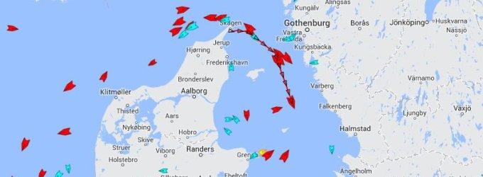 """SGD laivas-saugykla """"Independence"""" pajudėjo į Klaipėdą"""