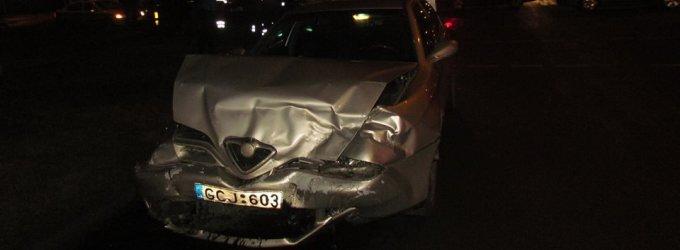 Panevėžyje jaunas vyriausiasis patrulis ne darbo metu sukėlė avariją: sužeisti du žmonės