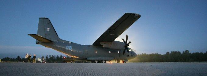 """Lietuvos karinių oro pajėgų lėktuvu """"Spartan"""" į Kijevą išskrido 5 tonos paramos"""