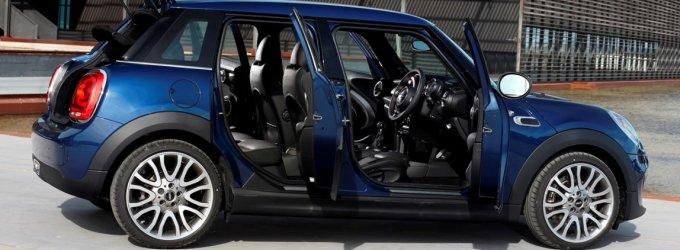 """Pirmojo penkerių durų """"Mini"""" reklama: jis naujas ir šio automobilio kūrėjams"""