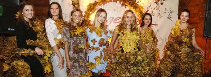 Floristas Modestas Vasiliauskas būsimas grožio konkurso dalyves papuošė rudeniniais lapais