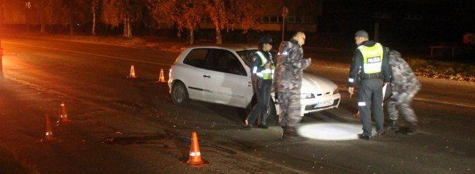Panevėžyje po automobilio ratais žuvo per gatvę bėgęs pėsčiasis