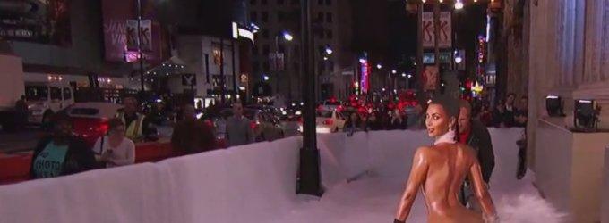 Naujas interneto hitas – Kim Kardashian primenantis sniego valytuvas