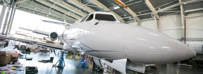 """""""FL Technics Jets"""" angare Vilniuje remontuojami lėktuvai su tikro aukso kriauklėmis"""
