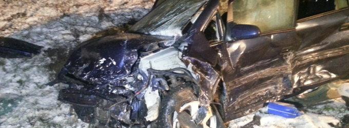 Tragiška naktis Plungės rajone: per avariją žuvo trys žmonės, du sužeisti