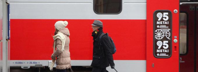 """Akmens amžius """"Lietuvos geležinkeliuose"""" baigiasi: galėsime pirkti elektroninius bilietus"""