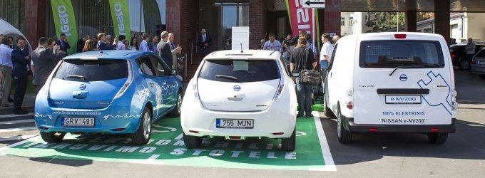 Elektromobiliams siūloma iki nulio sumažinti PVM, hibridams palikti 9 proc.