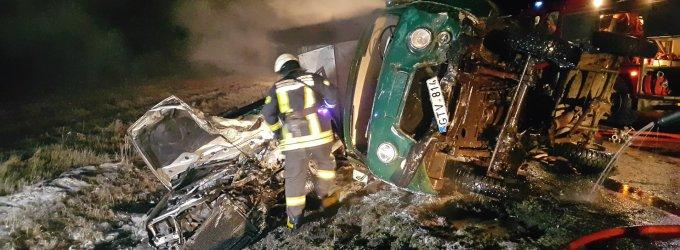 """Nuo policijos bėgęs neblaivus UAZ vairuotojas Šilutės rajone kaktomuša rėžėsi į """"Audi"""""""