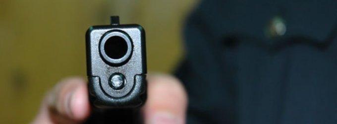 Britas bandė apiplėšti parduotuvę grasindamas pistoleto nuotrauka