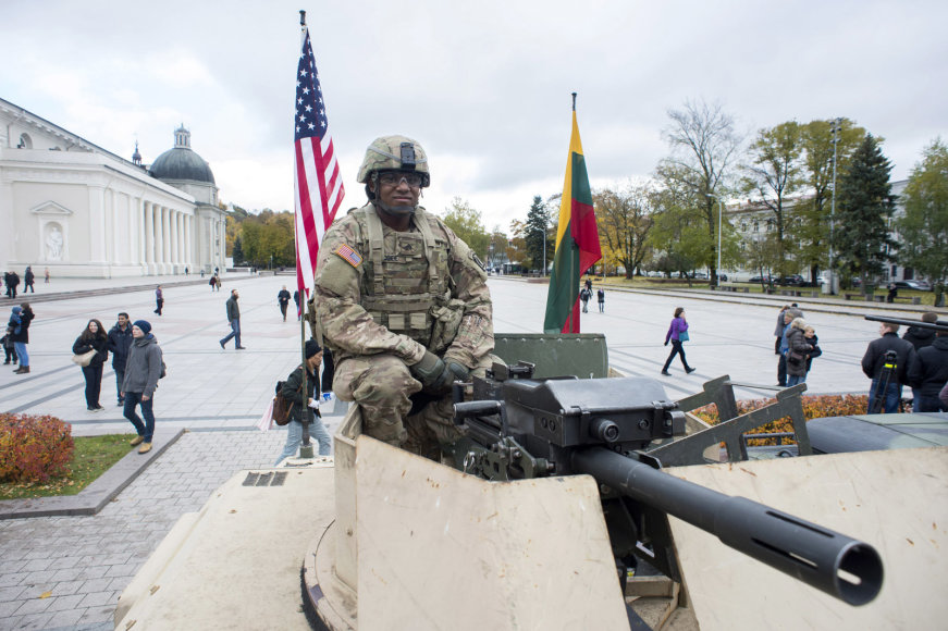 На фоне роста российской агрессии Пентагон разместит в странах Восточной Европы 250 единиц бронетехники - Цензор.НЕТ 3604