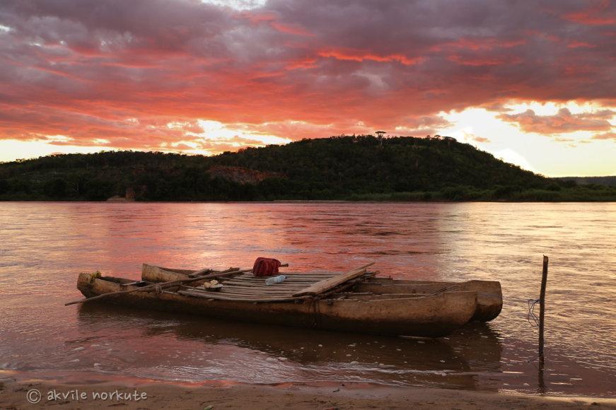 Akvilės Norkutės nuotr./Mūsų laivas 14 dienų kelionėje upe po Madagaskarą