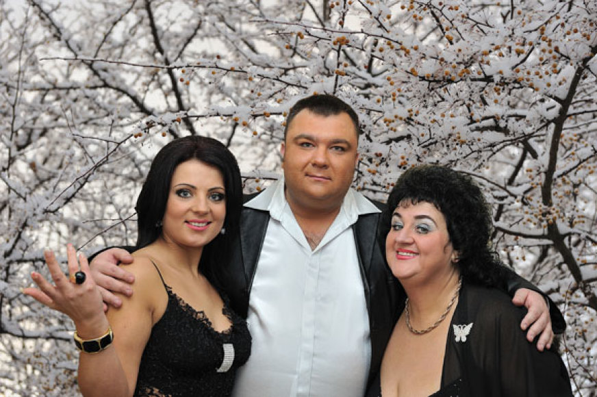Eugenijus Ostapenko, Monika ir Vitalija Katunskytės