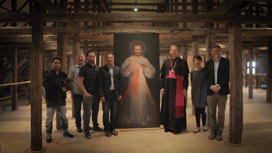 """Filmo """"Pirmasis Dievo gailestingumo paveikslas. Nežinomo šedevro negirdėta istorija"""" nuotr./Filmas """"Pirmasis Dievo gailestingumo paveikslas. Nežinomo šedevro negirdėta istorija"""""""