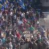 Neramumai Kijeve: paviešintas vaizdo įrašas, kuriame matoma, kaip vyras į karius metė granatą