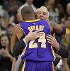 """NBA: """"Warriors"""" serija tęsiasi, """"Spurs"""" jausmingai atsisveikino su Kobe Bryantu"""