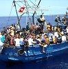 NATO laivai patruliuos jūroje, kuria Europą pasiekia pabėgėliai